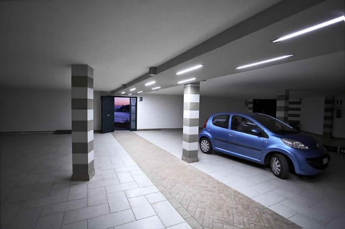 Residence i gabbiani portovenere for Ampio garage per auto